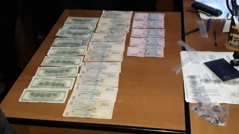 Милиция задержала депутата, который брал взятки забиометрические паспорта