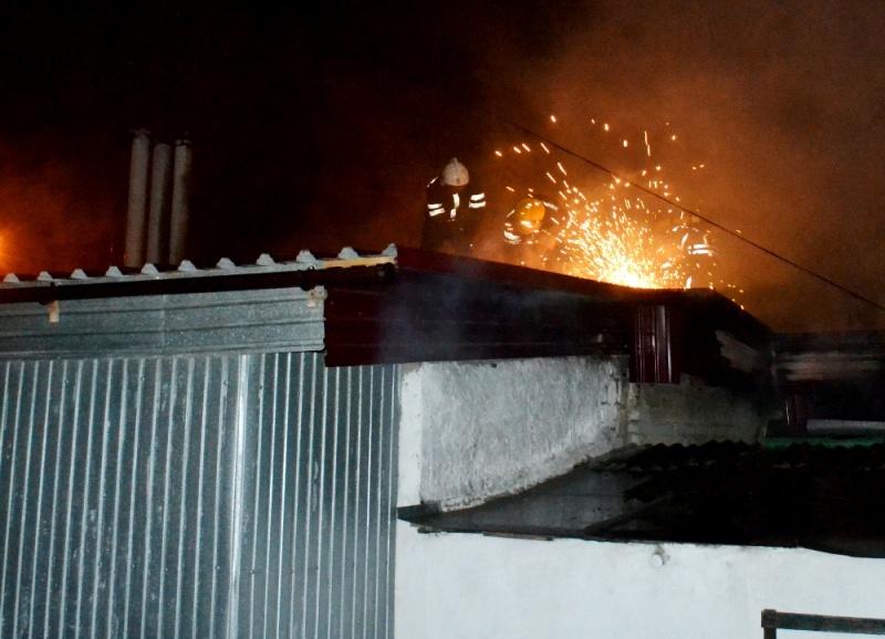 Cотрудники экстренных служб обнаружили погибшего мужчину впроцессе тушения пожара
