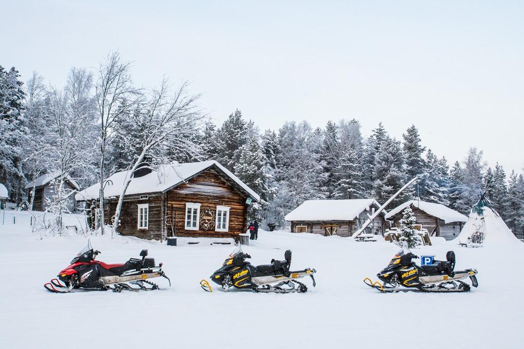 Казкова подорож до Санта-Клауса: як українцям відпочити в Лапландії
