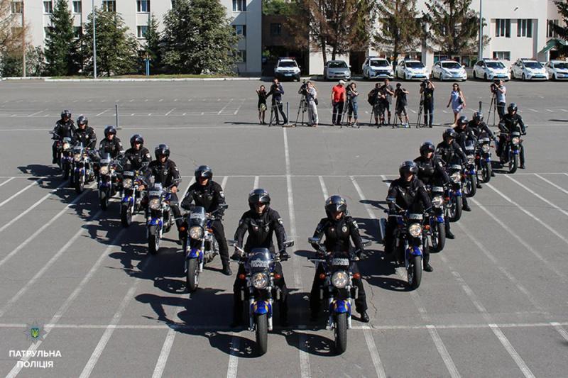В Киеве на патрулирование выехала первая группа полицейских на мотоциклах