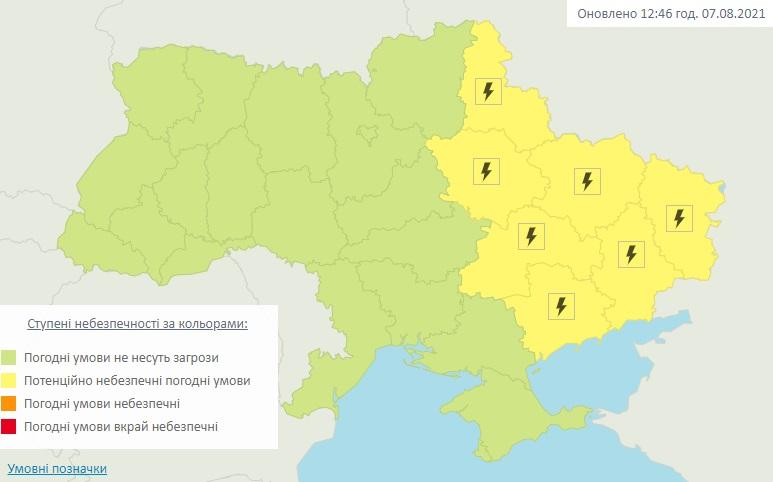 Ночью в Украине прогнозируют грозы и шквалы: где объявлено штормовое предупреждение