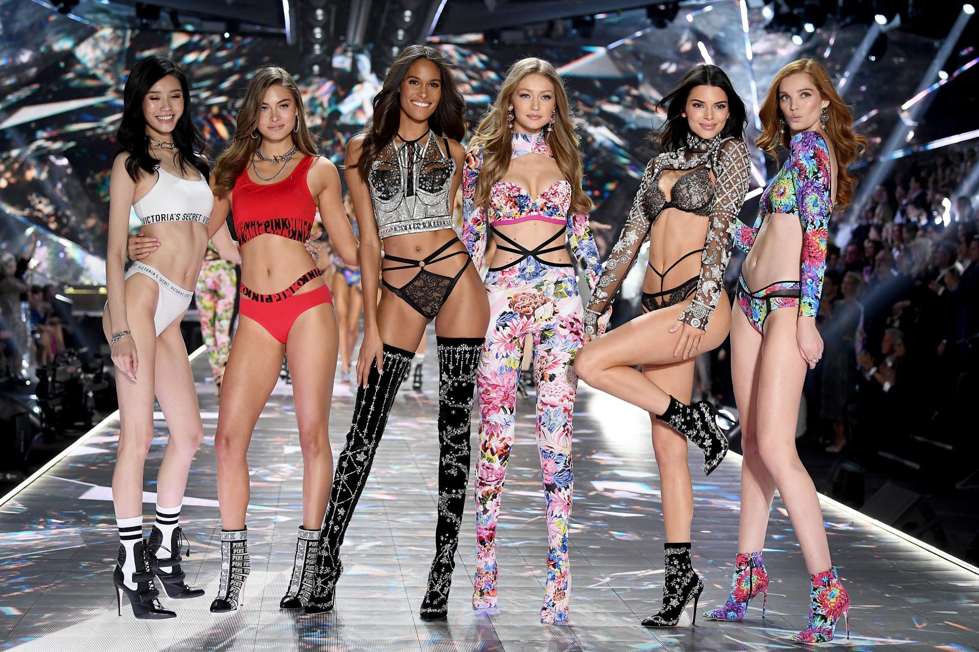 Victoria s Secret Fashion Show 2018 - фото и видео с модного шоу ... 691c58891f86c
