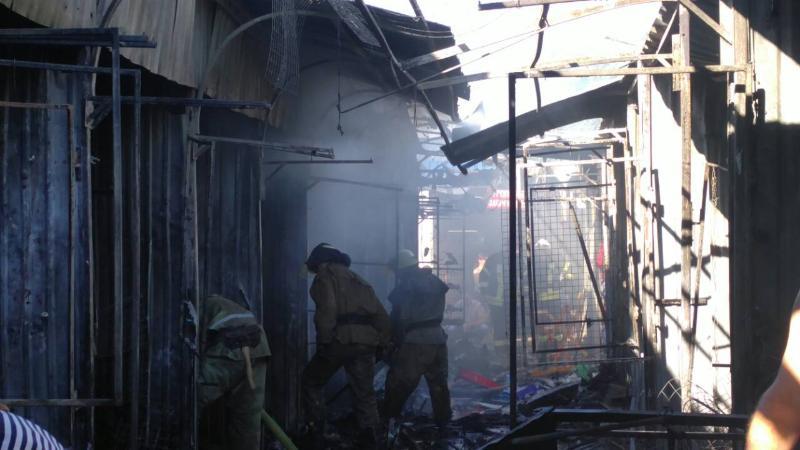 ВСлавянске гасят пожар на основном рынке