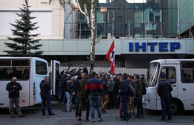 Под зданием «Интера» собираются националисты, усилена охрана— Угроза нападения