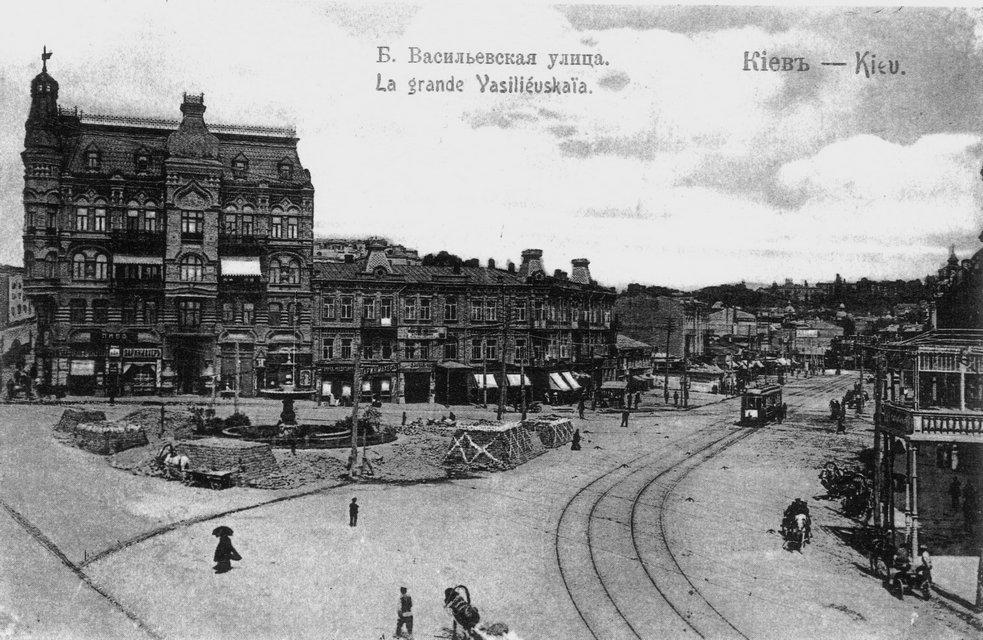 Большая Васильковская улица и Караваевская площадь . На фото слева – доходный дом Снежко и Хлебниковой