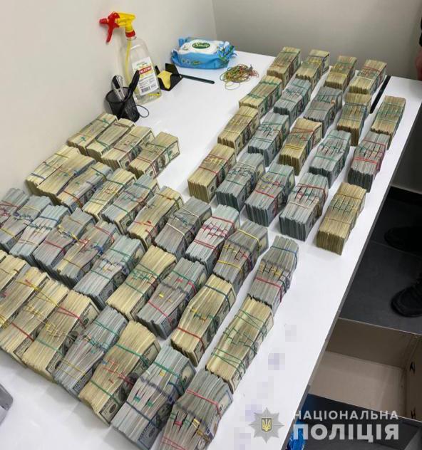 """Более 3 млн долларов """"общака"""". У самых влиятельных в Украине """"воров в законе"""" провели обыски"""