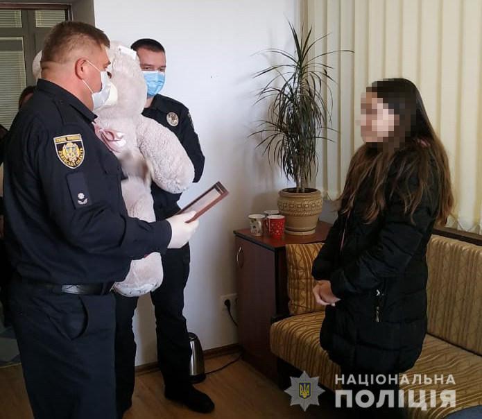 У Львові 11-річна школярка наздогнала і затримала грабіжника: сміливу дівчинку нагородили