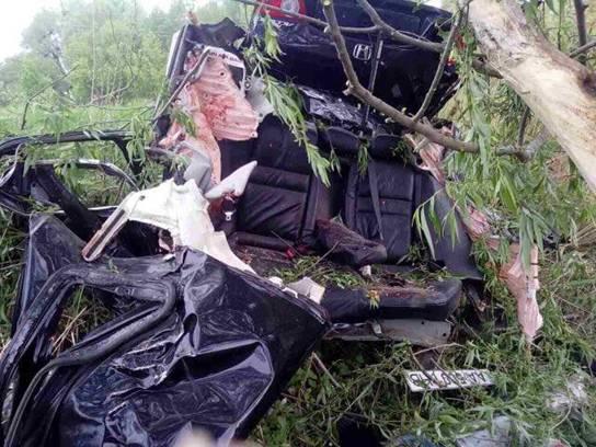 Вседорожный автомобиль вылетел вкювет: трое погибших 3