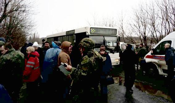 Автобус сполусотней пассажиров перевернулся под Бахмутом, семеро обратились к докторам