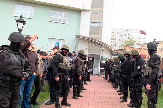 ВУкраинском государстве 30 вооруженных людей пробрались в сооружение энергетической компании