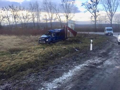 УЛьвівській області перекинувся пасажирський автобус, травмовано 8 людей