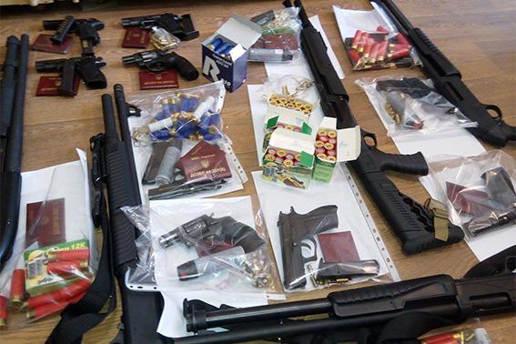 Полицейские изъяли оружие улиц, занявших помещение «Черкассыоблэнерго»