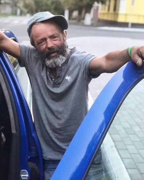 """Під Одесою підлітки вбили безпритульного: він виявився """"зіркою"""" мережі"""