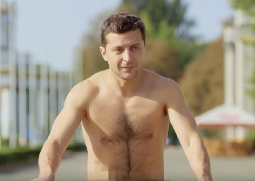 Зеленский без футболки: как и почему менялась фигура президента (фото, видео)