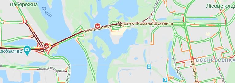 На Северном мосту в Киеве авария парализовала движение транспорта