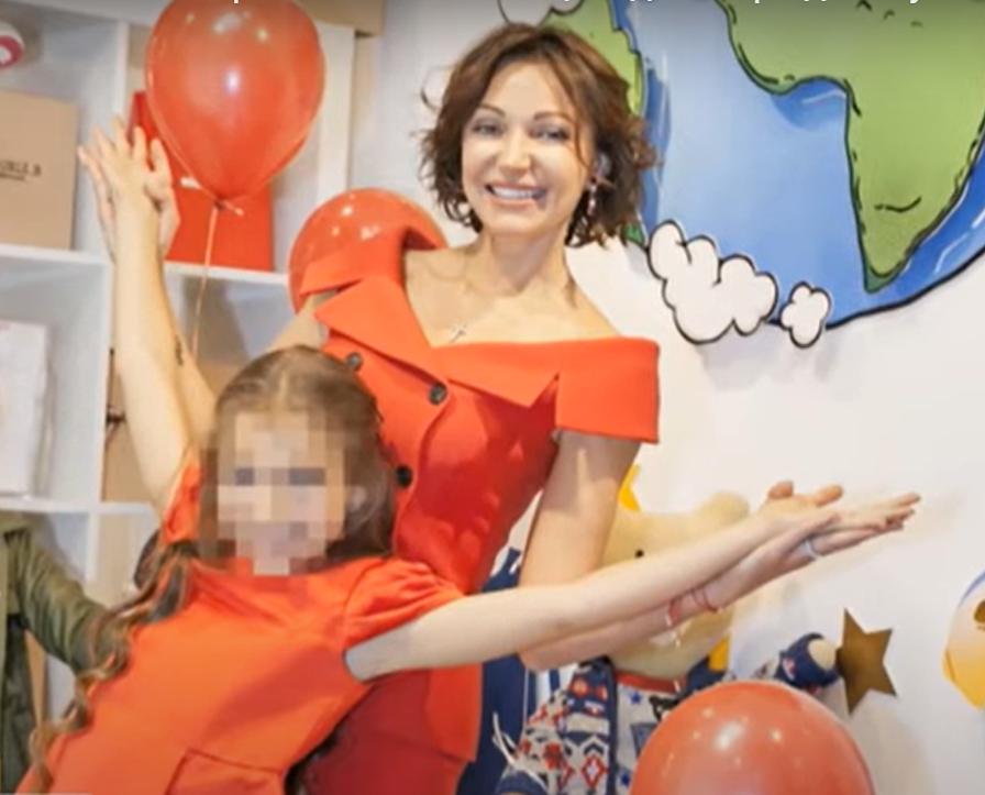 Дочка Кернеса має квартиру в Києві і живе з мамою в Лондоні: що відомо про 11-річну Софію