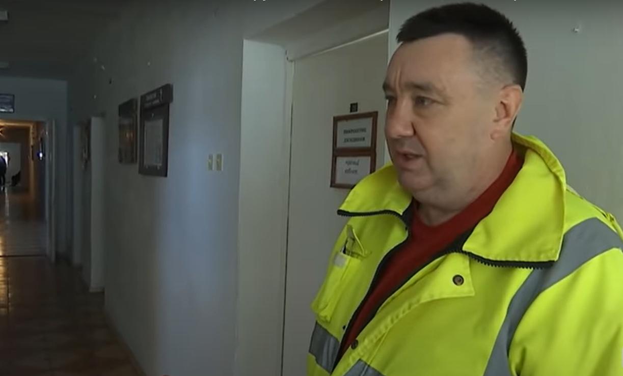 Йшов крізь сніг 2 км з пацієнтом на руках: український фельдшер розповів усю історію (відео)