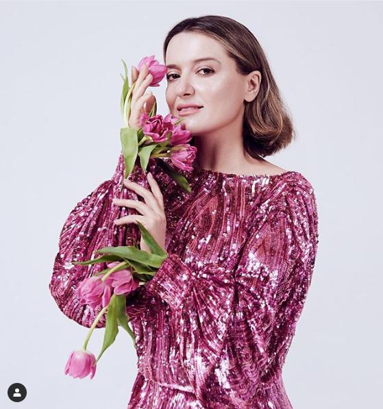 Як дівчинка: Могилевська захопила своїм квітучим весняним образом