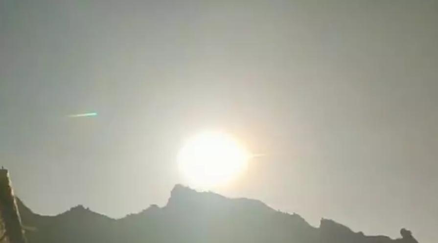 Падение гигантского метеорита на Землю сняли на видео:потрясающее зрелище