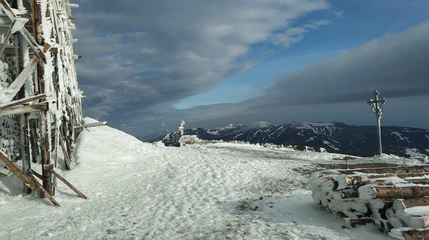 В Україну прийшло похолодання. У Карпатах лежить сніг, злива накриє пів країни
