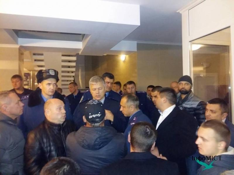 активисты захватили штурмом здание Черкасской областной полиции 3