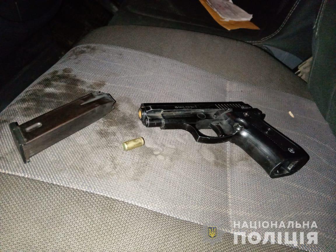 На Закарпатті чоловік відкрив вогонь з пістолета по дітях