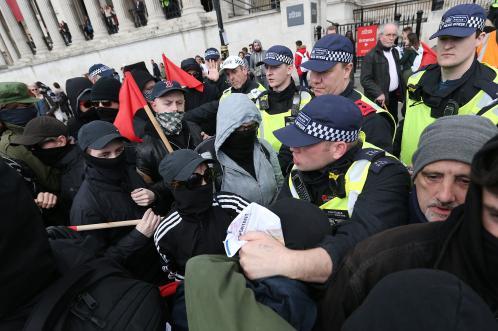 ВЛондоне произошли столкновения полиции сучастниками марша против терроризма