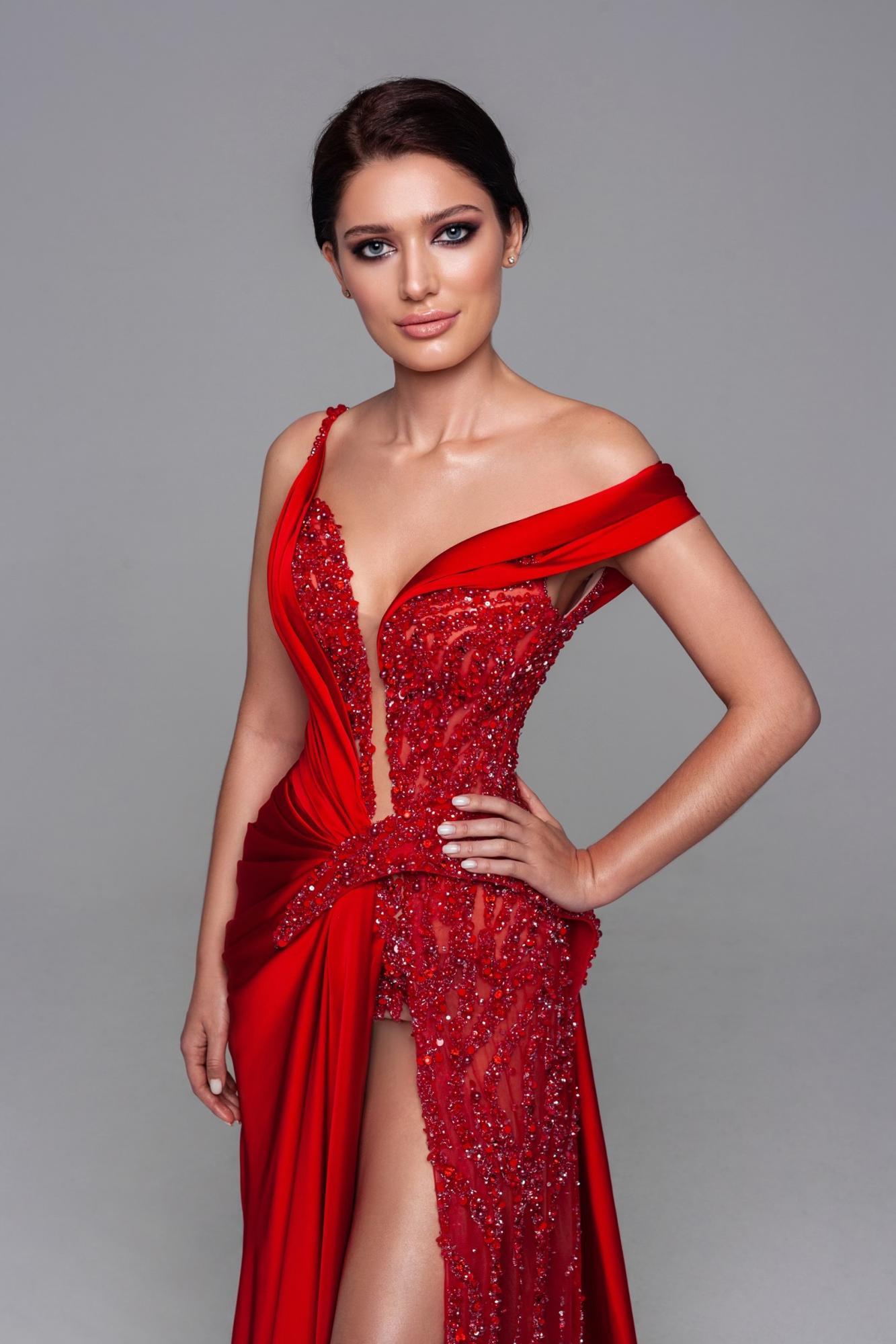 Міс Всесвіт 2021: карколомні вбрання української красуні (фото)