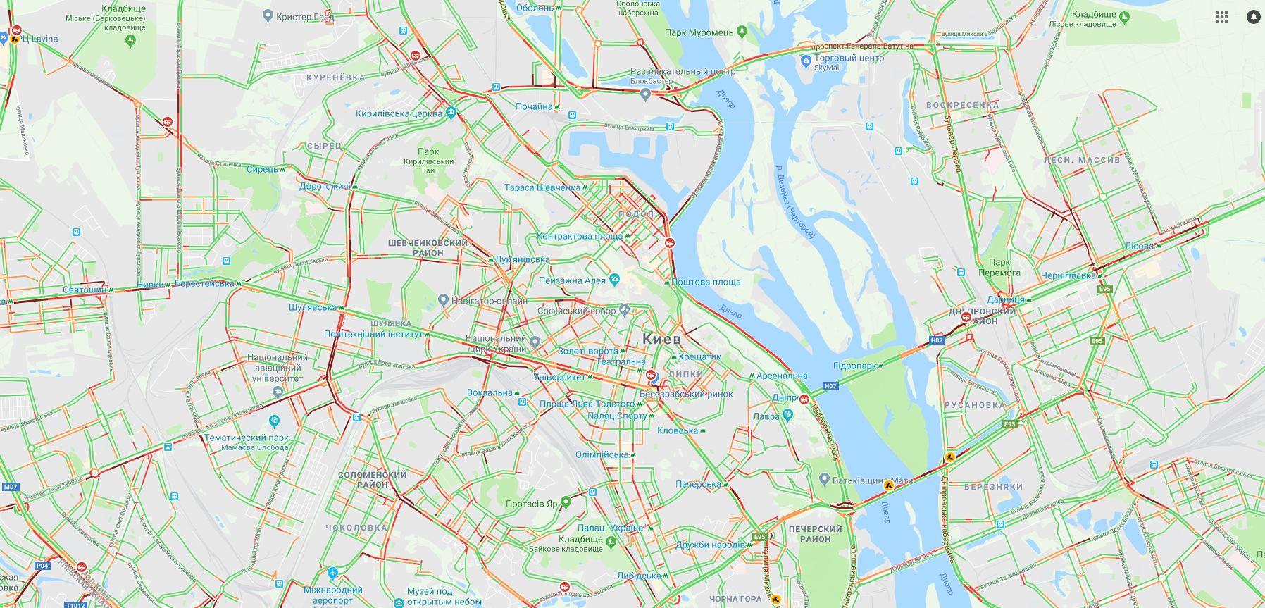 В Киеве на дорогах образовались пробки