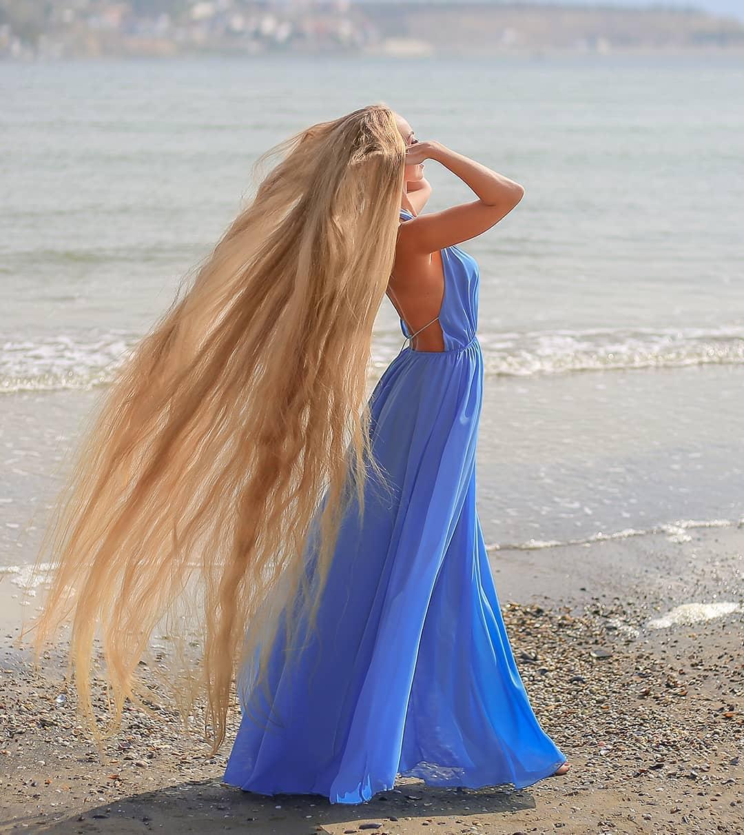 """""""Українська Рапунцель"""" з Одеси вже 30 років не стриже волосся: фото красуні"""