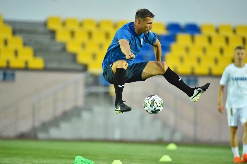 Король воздуха: новое фото Шевченко с тренировки сборной Украины вызвало восторг