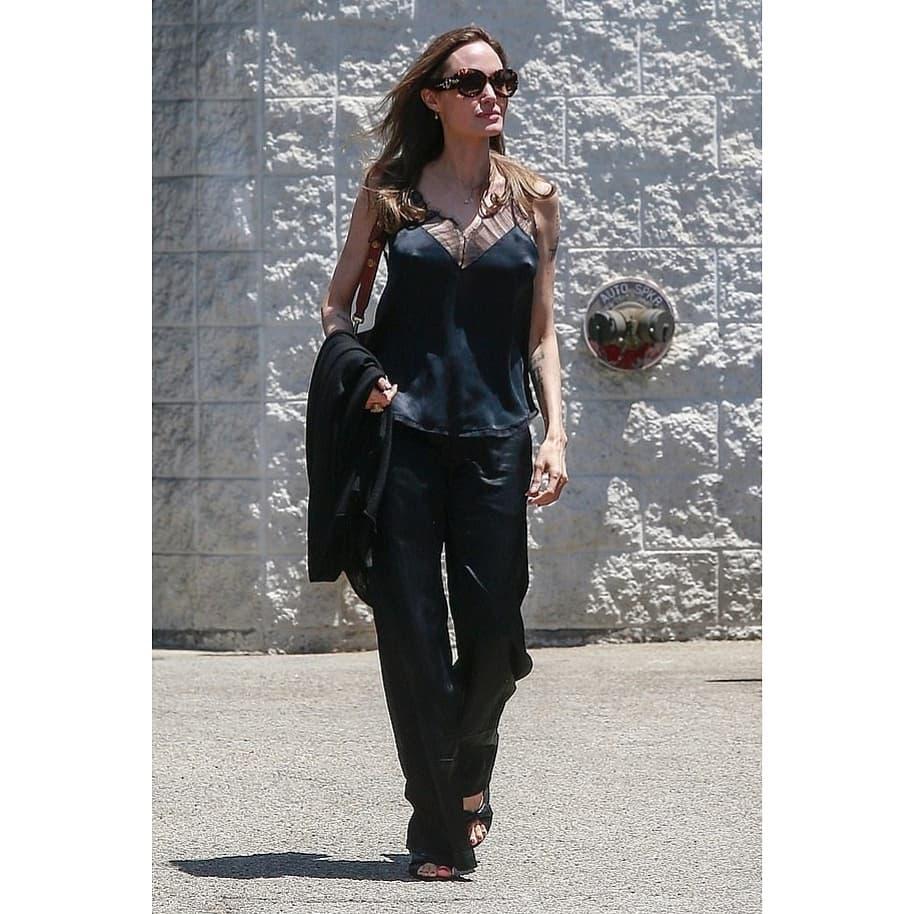 Анджелина Джоли взорвала сеть огромной грудью без белья (фото)