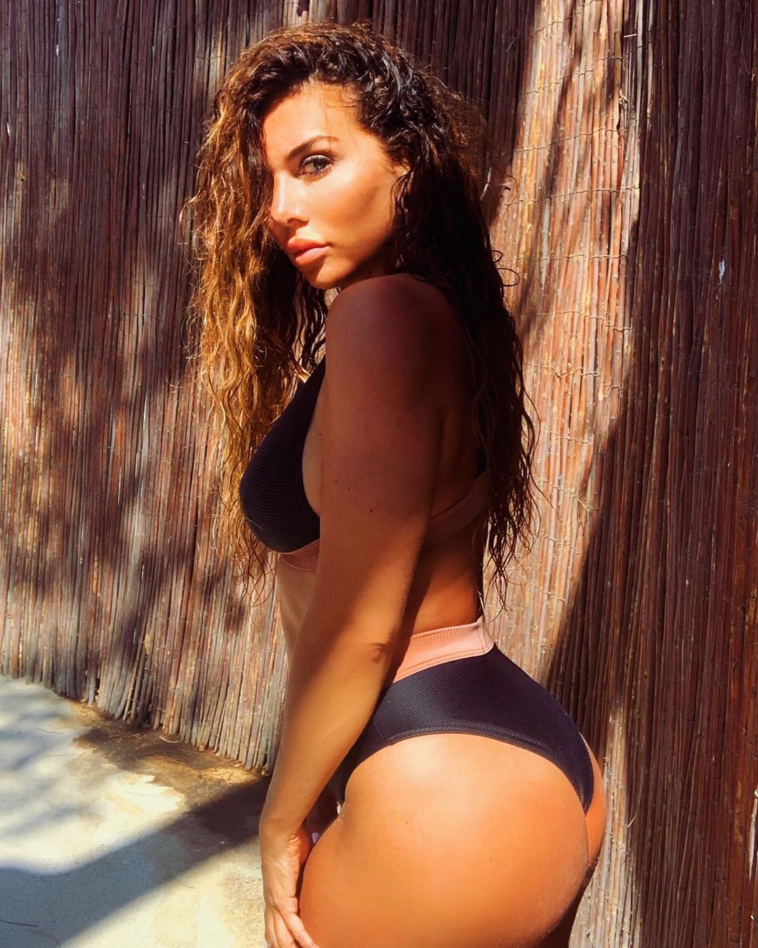 Вот это формы! Анна Седокова засыпала сеть жаркими фото в купальнике