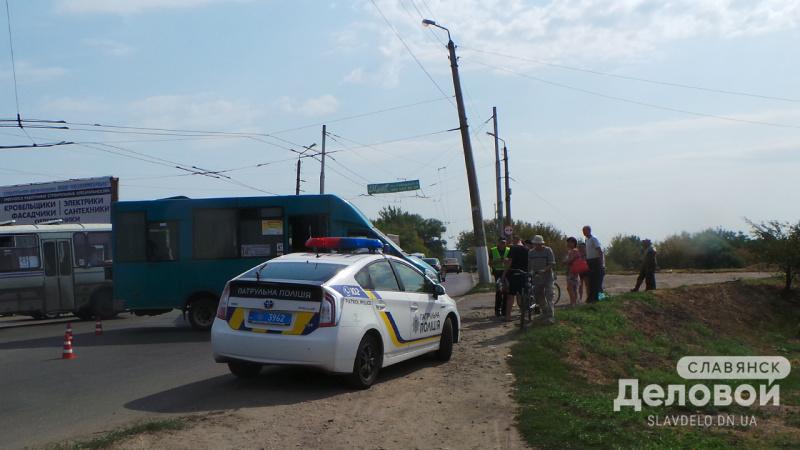 УСлов'янську вантажівка врізалася вмаршрутку зпасажирами