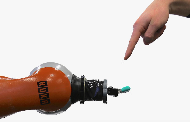 Роботов оборудовали нервной системой, чтобы чувствовать боль