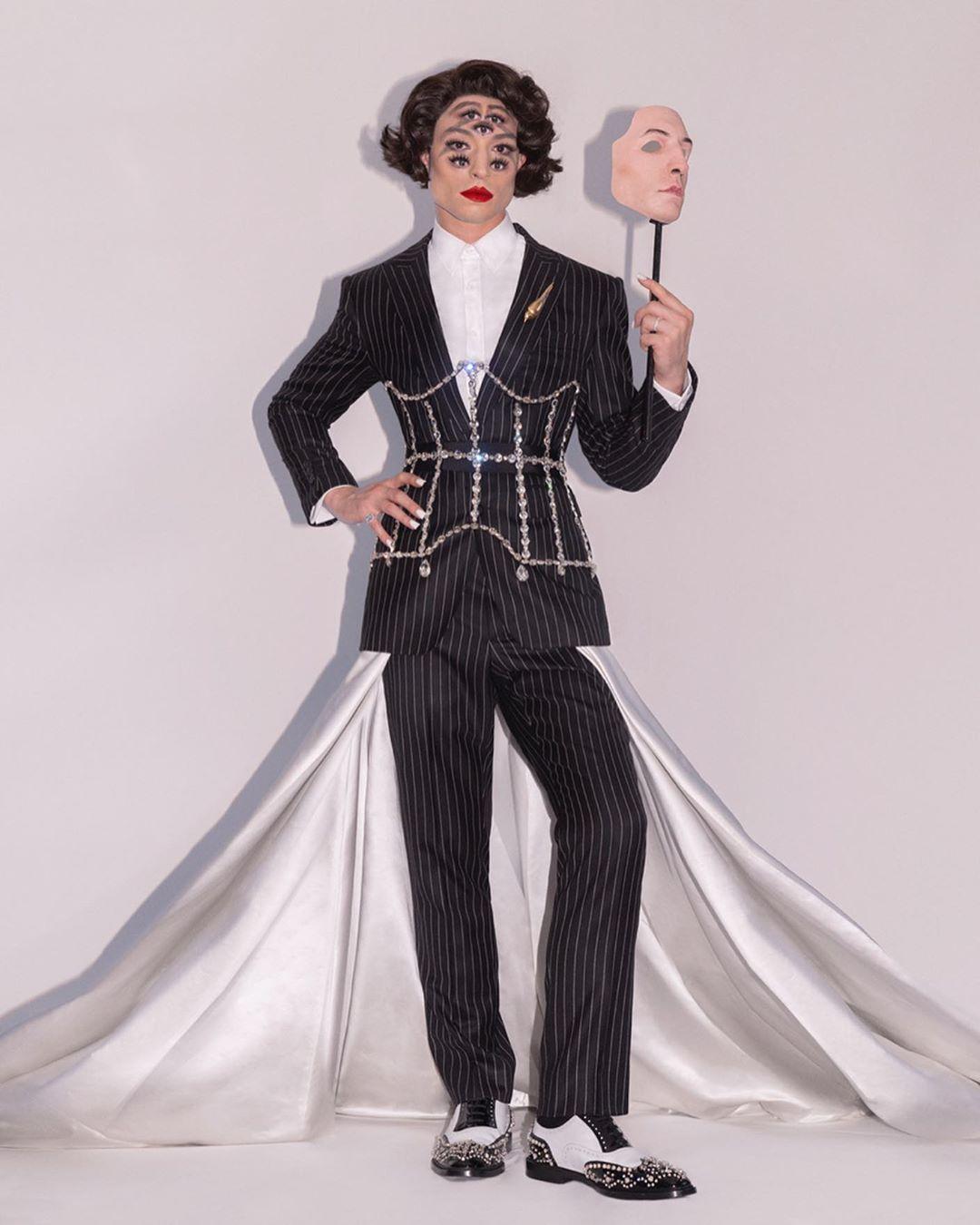 Эзра Миллер на Met Gala 2019