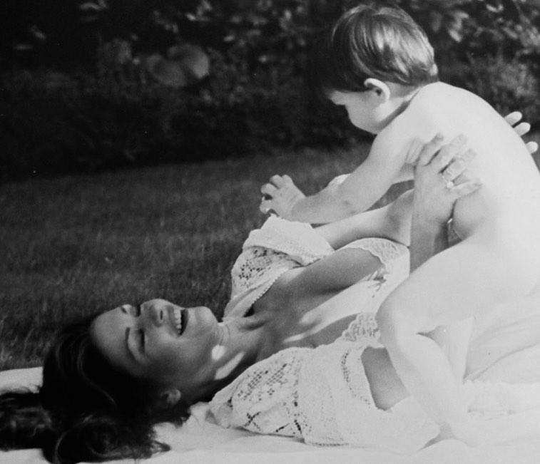 Фантастическая женщина: Кэтрин Зета-Джонс поразила натуральной красотой на архивном фото