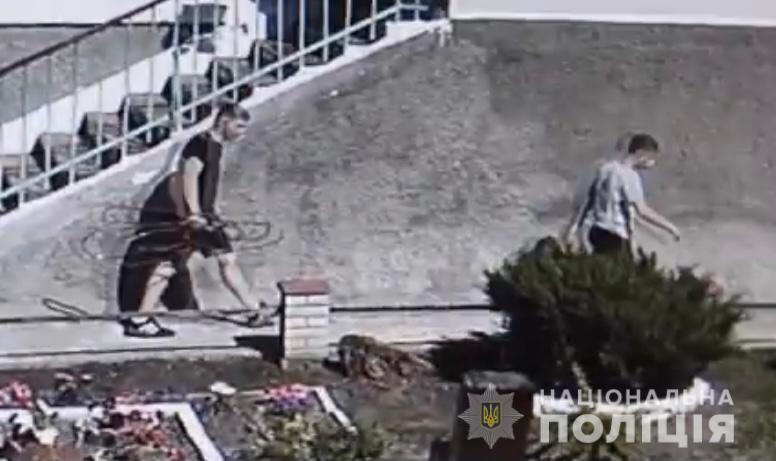 В Жмеринке из больницы похитили трубу, по которой больным на коронавирус поставлялся кислород (фото)