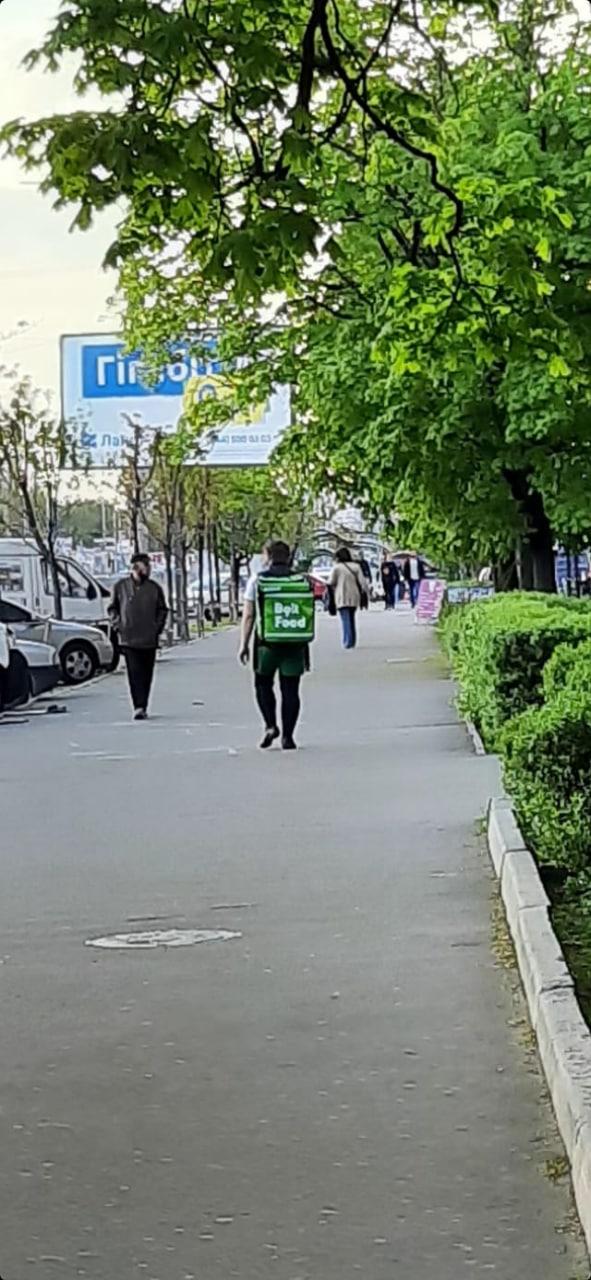 В Киеве разоблачили наглого мошенника, который притворяется курьером службы доставки
