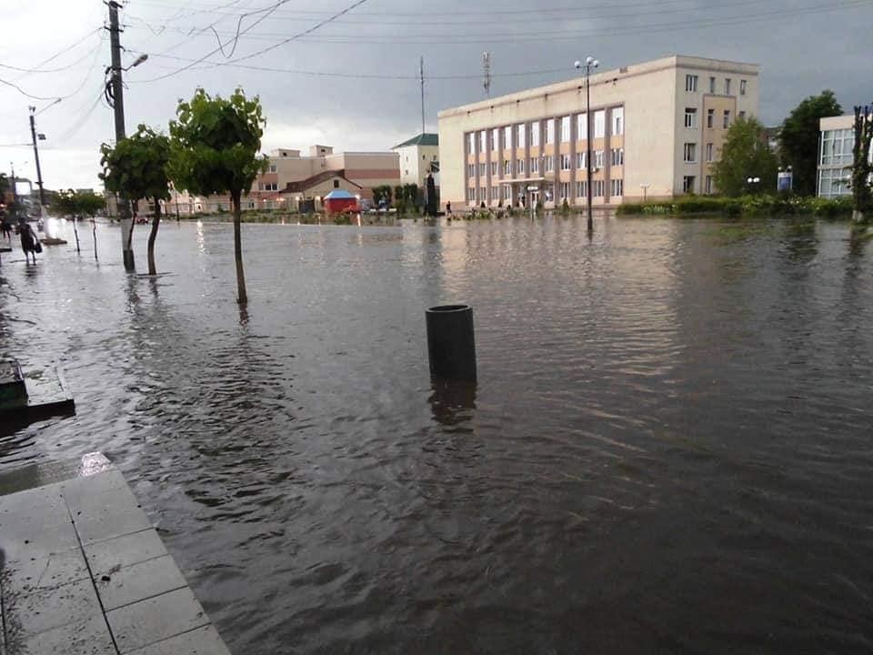 Дивний град і страшний смерч: стихія наробила біди в Одеській області