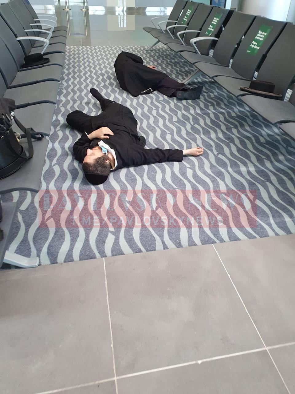 Тысячи хасидов застряли в аэропортах Украины без еды и воды: дети плачут, спят на полу