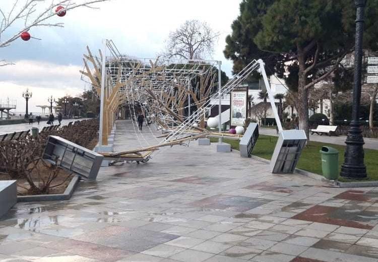 Почти конец света: на Крым обрушился мощный ураган