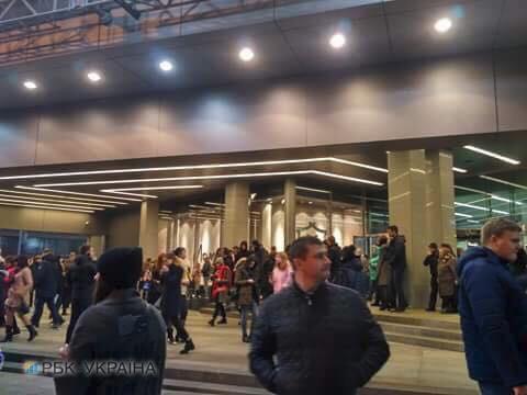 У центрі Києва евакуюють бізнес-центр і ТРЦ після повідомлення про вибухівку