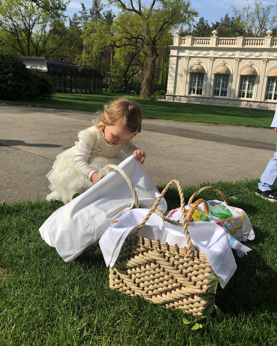 Маленькая украиночка: Оля Фреймут умилила фото крошки-дочки в вышиванке