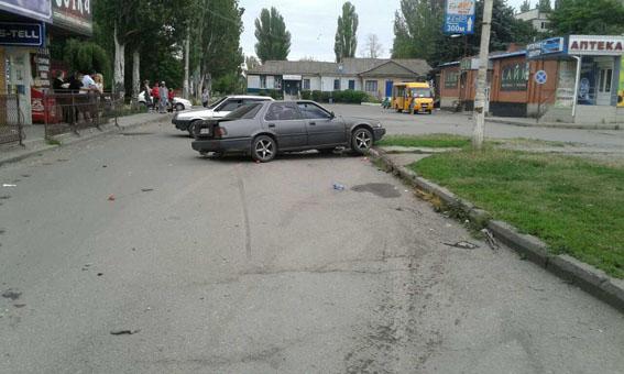 НаДонетчине шофёр  иномарки сбил 2-х  женщин, стоявших наостановке. Одна погибла