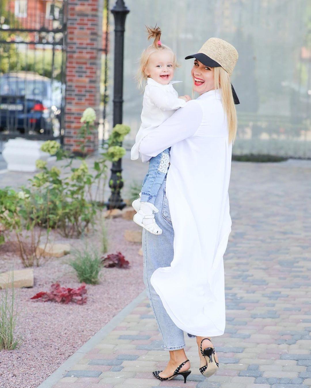 """""""Нереально красивые"""": Лилия Ребрик покорила сеть нежной фотосессией с дочками"""