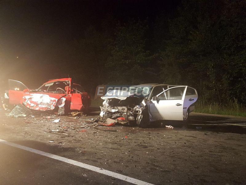 Под Киевом столкнулись два автомобиля, есть погибшие
