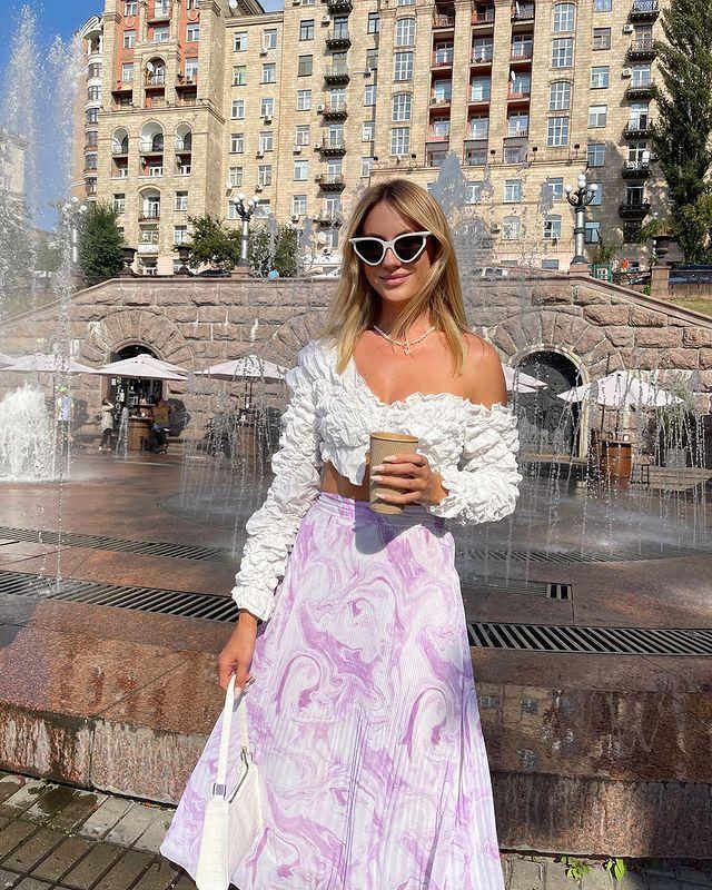 """Нікітюк в мікротопі вибрала собі нареченого і вирушила на """"побачення"""" на Хрещатик: домовились зустрітися"""