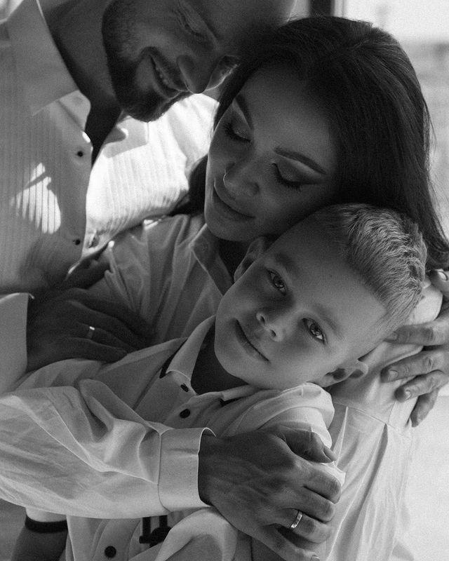 Любовь и вдохновение: Яма с женой и сынишкой тронули до слез семейным счастьем