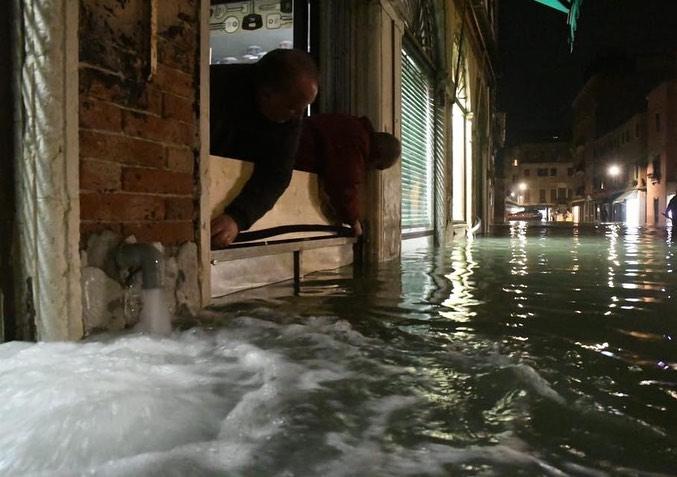 Повінь у Венеції: перші кадри смертельного стихійного лиха